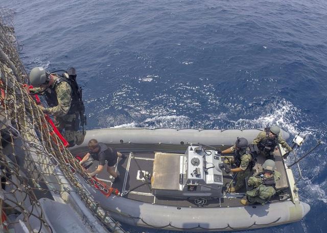 Khoảnh khắc ấn tượng trong cuộc diễn tập hàng hải Mỹ - ASEAN đầu tiên - Ảnh minh hoạ 8