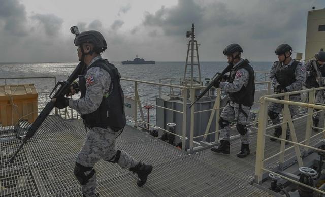 Khoảnh khắc ấn tượng trong cuộc diễn tập hàng hải Mỹ - ASEAN đầu tiên - Ảnh minh hoạ 9