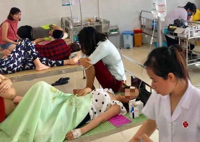 Hơn 40 người nhập viện sau tiệc mừng tân gia - 1