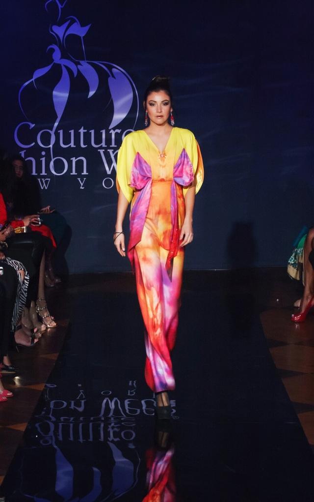 30 chiếc nón dát vàng cùng di sản Việt mở màn New York Couture Fashion Week - 19