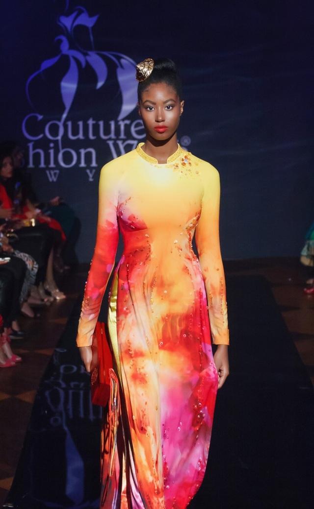 30 chiếc nón dát vàng cùng di sản Việt mở màn New York Couture Fashion Week - 18