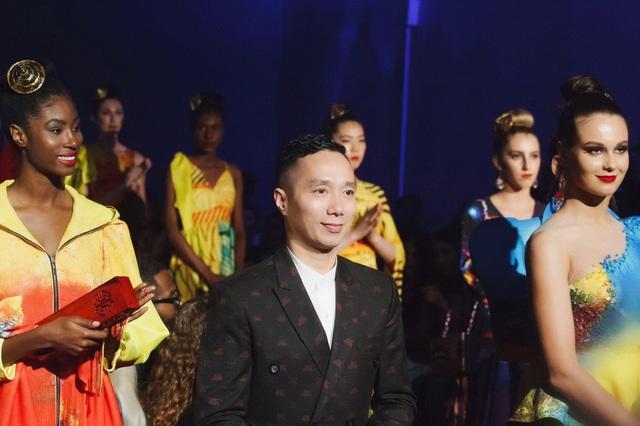30 chiếc nón dát vàng cùng di sản Việt mở màn New York Couture Fashion Week - 1