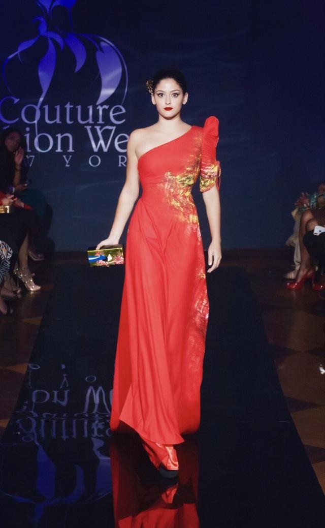 30 chiếc nón dát vàng cùng di sản Việt mở màn New York Couture Fashion Week - 16
