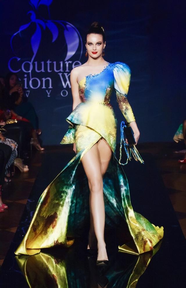 30 chiếc nón dát vàng cùng di sản Việt mở màn New York Couture Fashion Week - 4