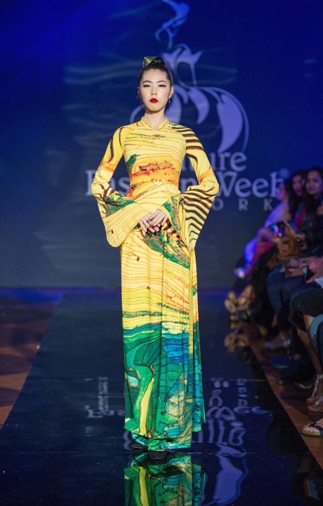 30 chiếc nón dát vàng cùng di sản Việt mở màn New York Couture Fashion Week - 9