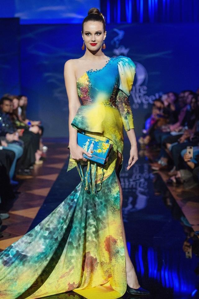 30 chiếc nón dát vàng cùng di sản Việt mở màn New York Couture Fashion Week - 7