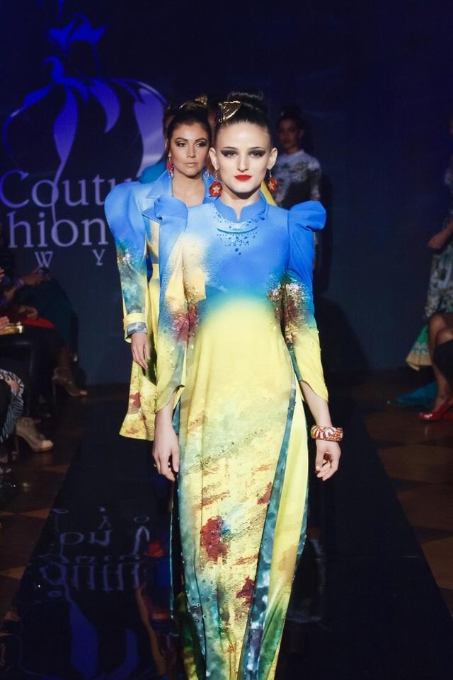 30 chiếc nón dát vàng cùng di sản Việt mở màn New York Couture Fashion Week - 2