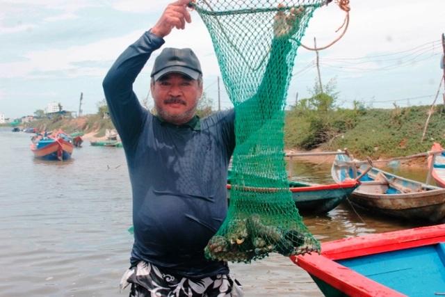 Ông ngư dân khuyết tật với nghề ăn cơm dương gian làm việc âm phủ - 2