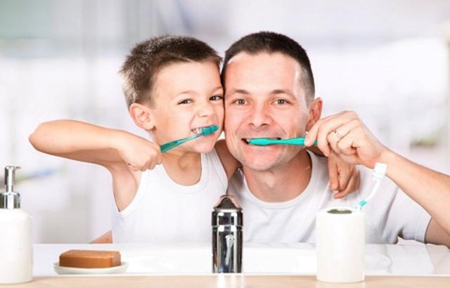 Chào ngày mới, dụ con đi đánh răng - 1