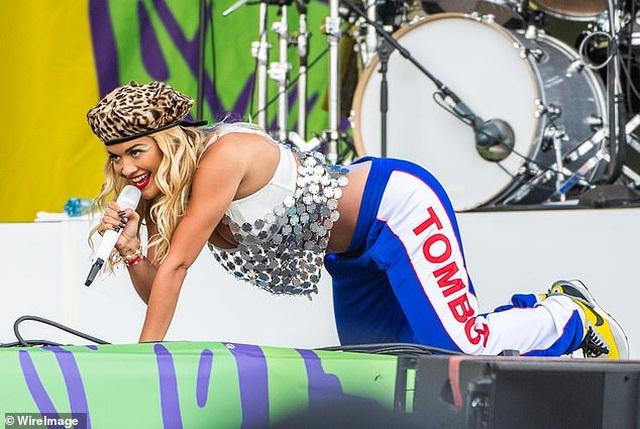Rita Ora trình diễn bốc lửa ở Đức - 4