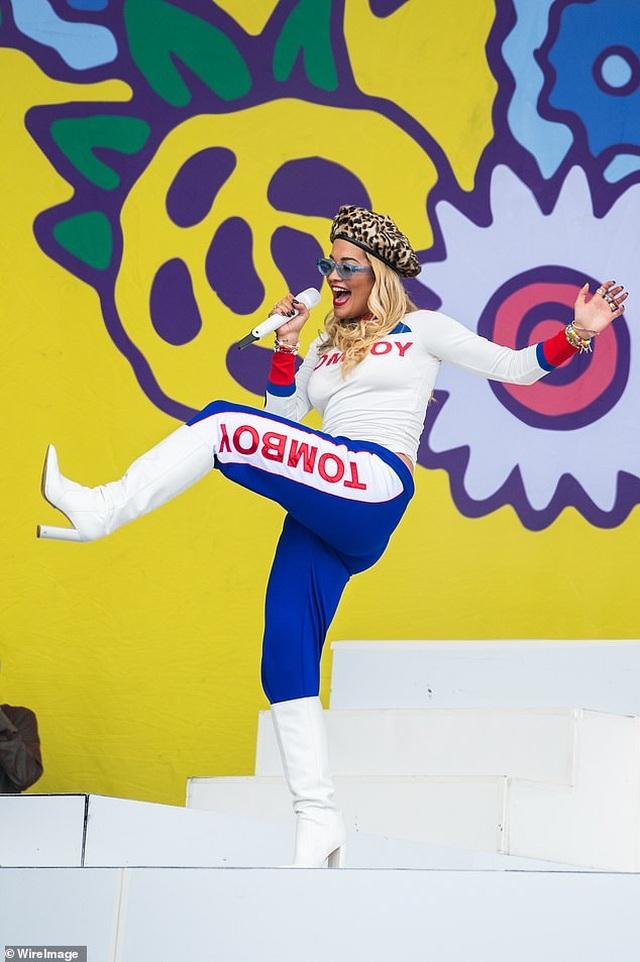 Rita Ora trình diễn bốc lửa ở Đức - 10