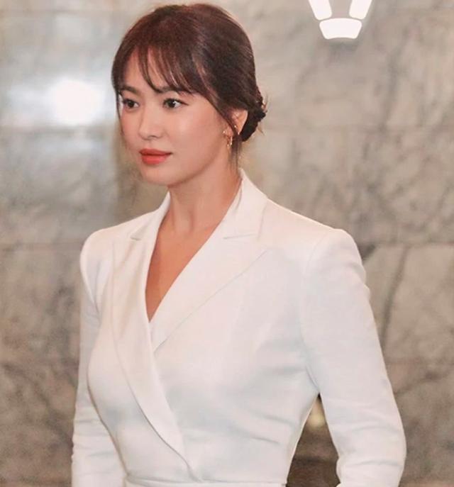 Vẻ đẹp không tì vết của Song Hye Kyo hậu ly hôn - 5