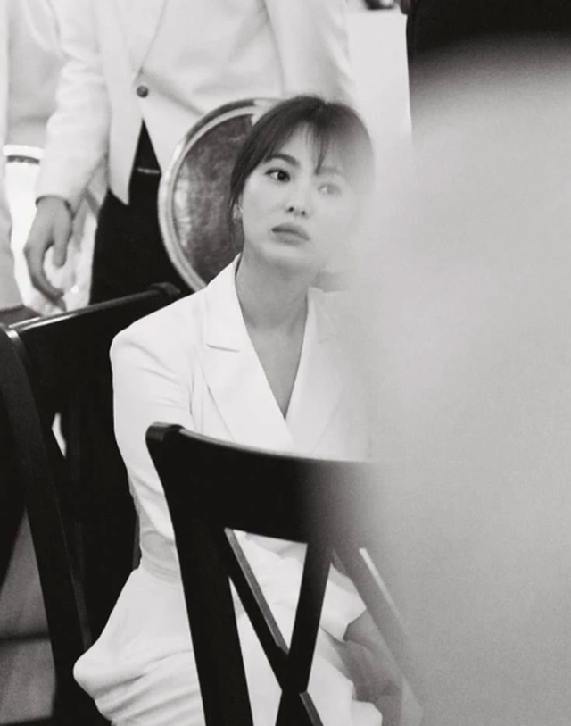 Vẻ đẹp không tì vết của Song Hye Kyo hậu ly hôn - 6