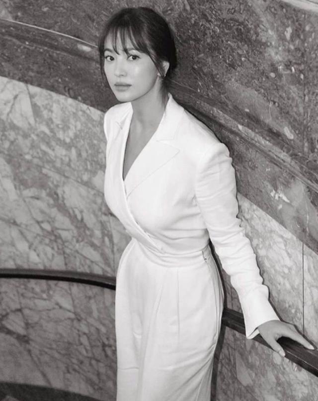 Vẻ đẹp không tì vết của Song Hye Kyo hậu ly hôn - 2