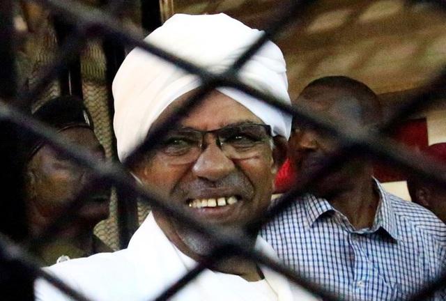 Tiết lộ sốc về căn phòng chứa cả núi tiền trong Phủ Tổng thống Sudan - 1