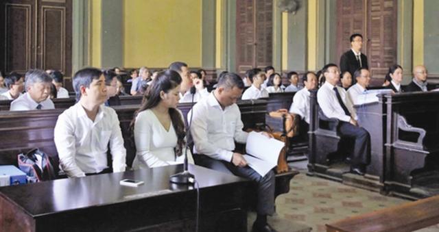 Triệu tập nhiều ngân hàng tham gia phiên tòa ly hôn vợ chồng cà phê Trung Nguyên