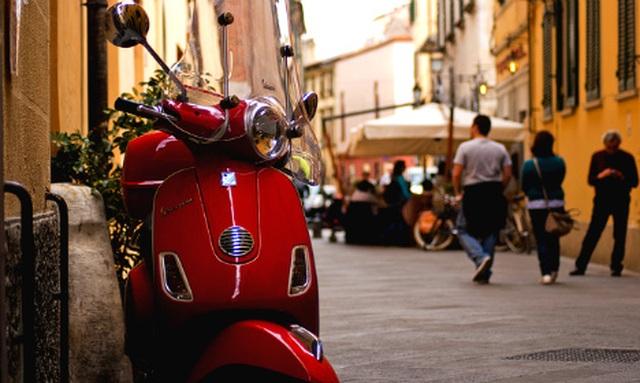 Xe Vespa cổ bị cấm lưu hành trên chính quê hương Italia - 1