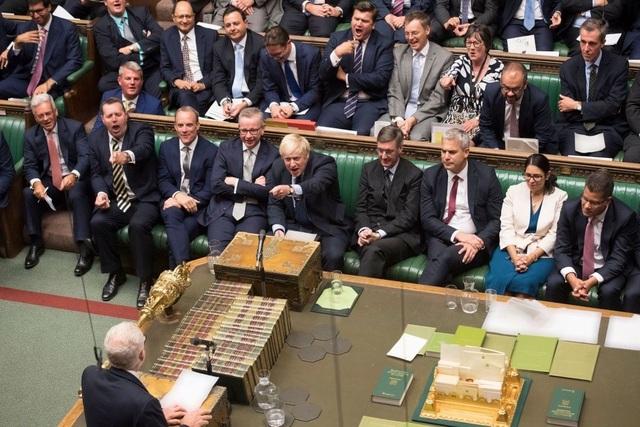 Thủ tướng Anh thất bại tại Hạ viện, Quốc hội đình chỉ hoạt động đến ngày 14/10 - 1