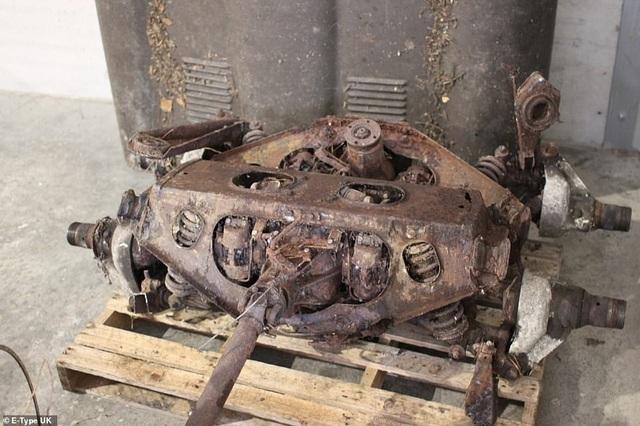 Chiếc xe bỏ hoang trong rừng gần 30 năm, giờ có giá hơn 2 tỷ đồng - 2