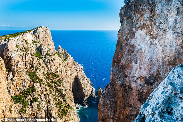 Hòn đảo Hy Lạp tuyệt đẹp cho tiền và đất để người dân chuyển đến ở - 2