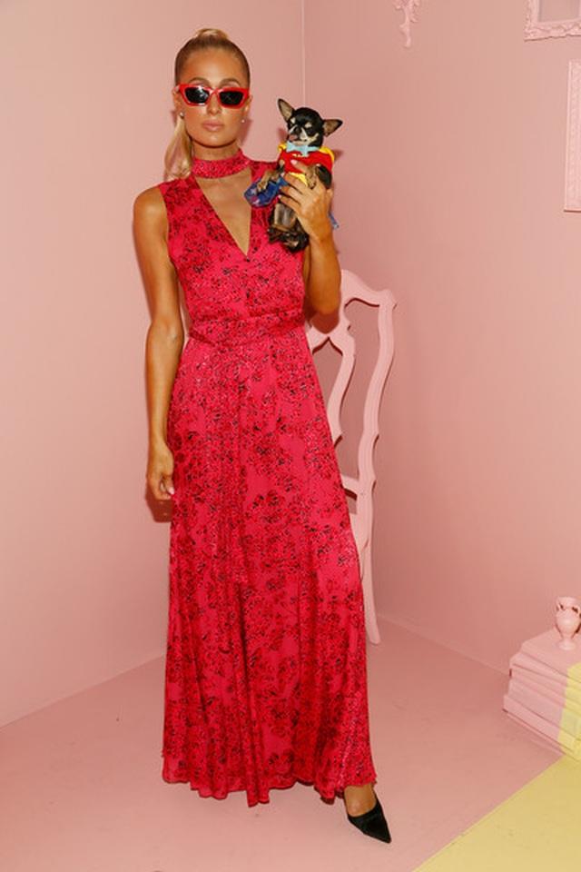 Paris Hilton mặc gợi cảm trình diễn thời trang - 7