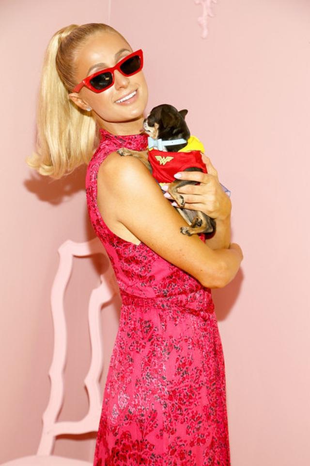 Paris Hilton mặc gợi cảm trình diễn thời trang - 9