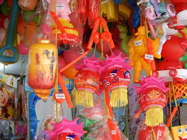 Đồ chơi trung thu: Hàng Trung Quốc vẫn la liệt, thiếu những món mới, lạ - 7