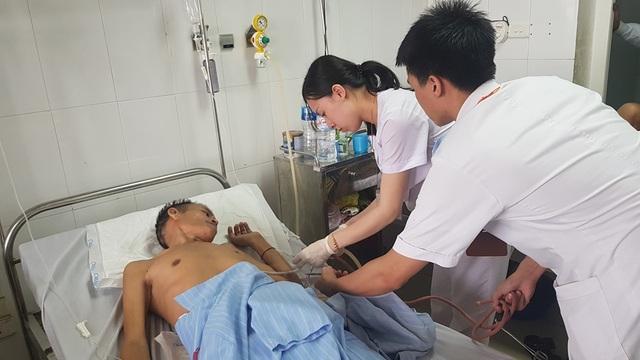 Điều trị thành công ổ cặn mủ màng phổi cho bệnh nhân người Lào - 2