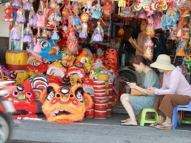 Đồ chơi trung thu: Hàng Trung Quốc vẫn la liệt, thiếu những món mới, lạ - 2