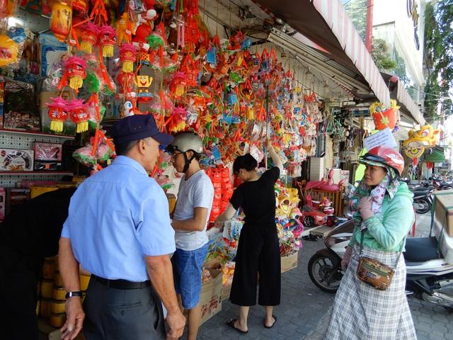 Đồ chơi trung thu: Hàng Trung Quốc vẫn la liệt, thiếu những món mới, lạ - 1