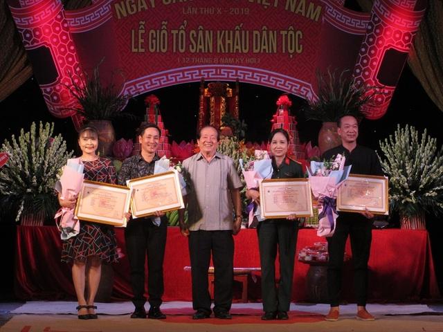NSƯT Quế Trân, Thuý Nga nhận giải thưởng diễn viên xuất sắc - Ảnh minh hoạ 4