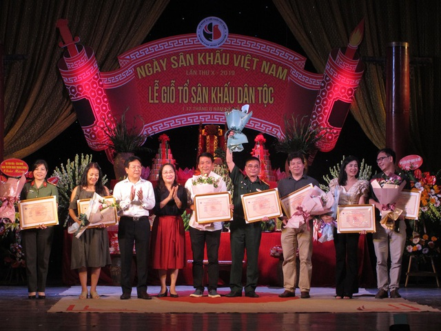NSƯT Quế Trân, Thuý Nga nhận giải thưởng diễn viên xuất sắc - Ảnh minh hoạ 5