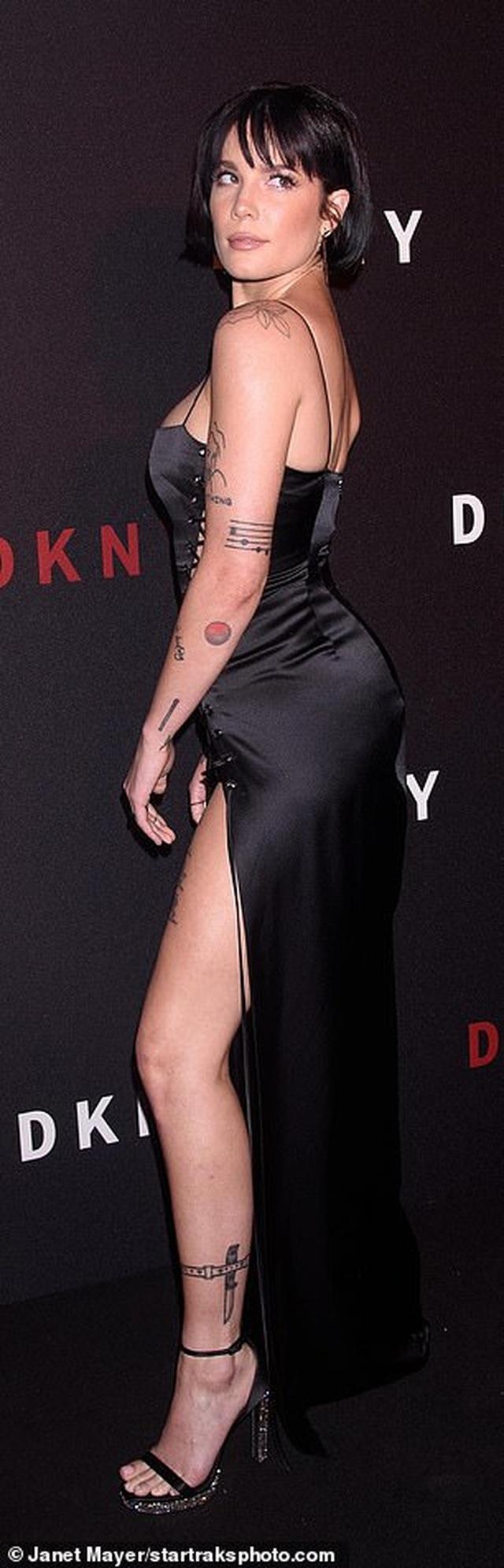 Halsey diện váy táo bạo không nội y - 4