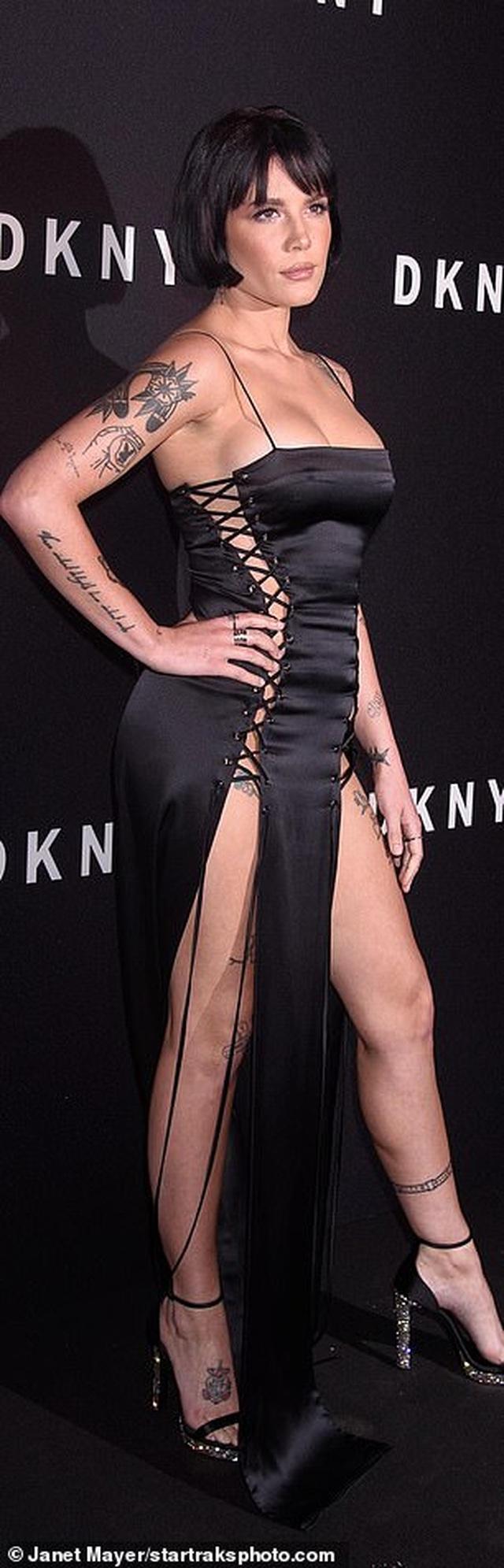 Halsey diện váy táo bạo không nội y - 2