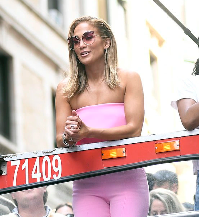 Jennifer Lopez được khen ngợi xuất sắc khi vào vai vũ nữ thoát y - 1