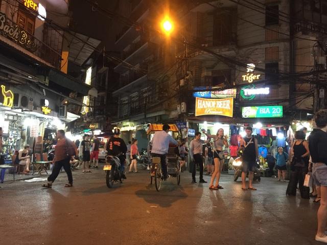 """Nghịch lý """"bắt khách đi ngủ sớm"""" ở Việt Nam - 1"""