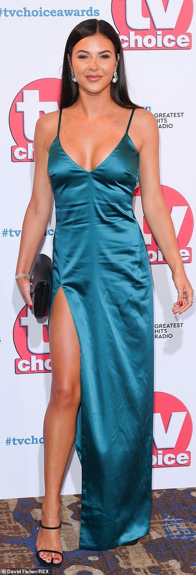 Người đẹp Anh bốc lửa dự lễ trao giải truyền hình 2019 - 16