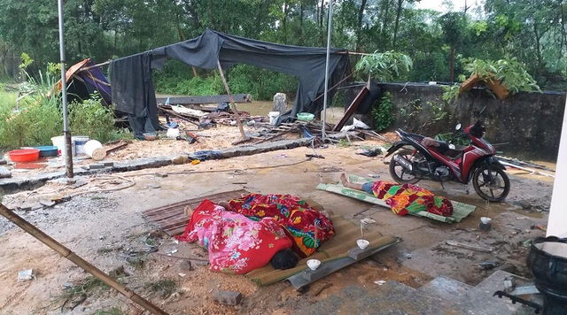 Thái Nguyên: Tường rào đổ sau mưa lớn, 3 người tử vong - 1