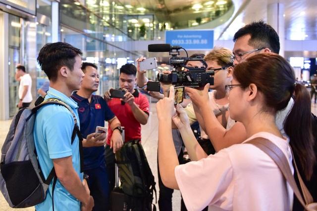 Đội tuyển U22 Việt Nam về nước sau trận thắng ấn tượng U22 Trung Quốc - 9