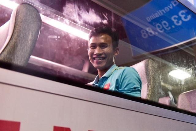 Đội tuyển U22 Việt Nam về nước sau trận thắng ấn tượng U22 Trung Quốc - 12