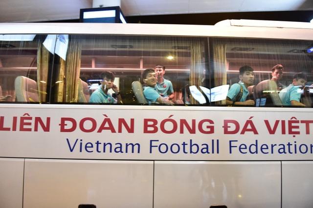 Đội tuyển U22 Việt Nam về nước sau trận thắng ấn tượng U22 Trung Quốc - 13