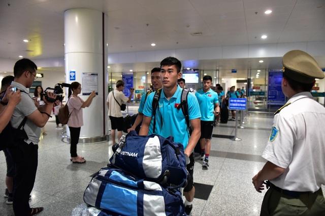 Đội tuyển U22 Việt Nam về nước sau trận thắng ấn tượng U22 Trung Quốc - 3