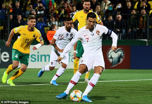 C.Ronaldo ghi 4 bàn, Bồ Đào Nha đại thắng ở vòng loại Euro 2020 - 1
