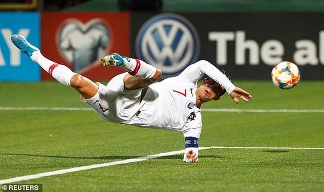 C.Ronaldo ghi 4 bàn, Bồ Đào Nha đại thắng ở vòng loại Euro 2020 - 4