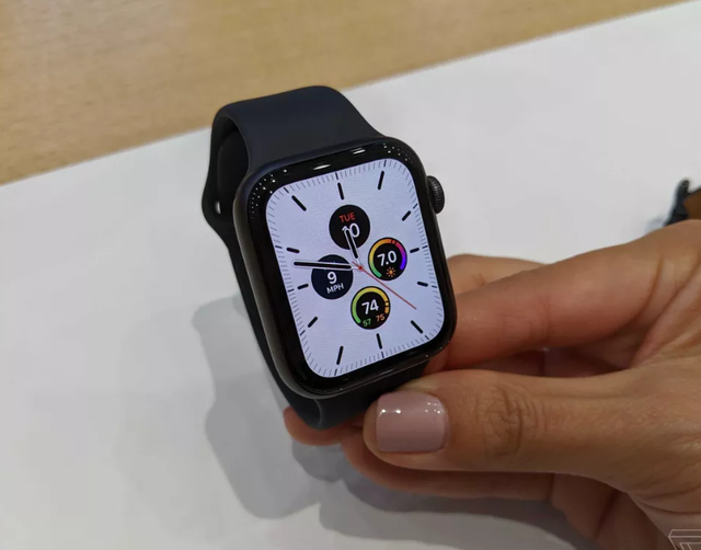 Apple Watch Series 5 chính thức ra mắt, khai tử Series 4 - 2