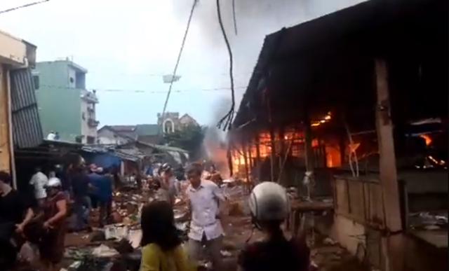 Chợ Mộc Bài cháy ngùn ngụt, tài sản hàng trăm tiểu thương chìm trong biển lửa - 3
