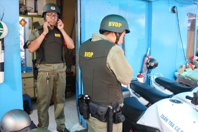 Ban bảo vệ dân phố duy nhất được trang bị áo giáp, mô tô phân khối lớn - 6