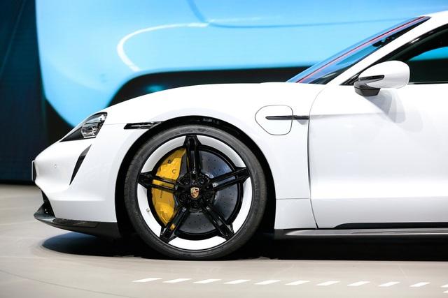 Tân binh Taycan ra mắt - Xe chạy điện nhưng không mất chất Porsche - 30