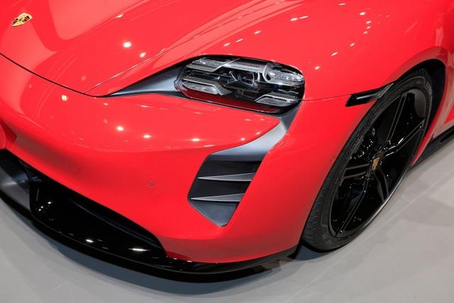 Tân binh Taycan ra mắt - Xe chạy điện nhưng không mất chất Porsche - 16