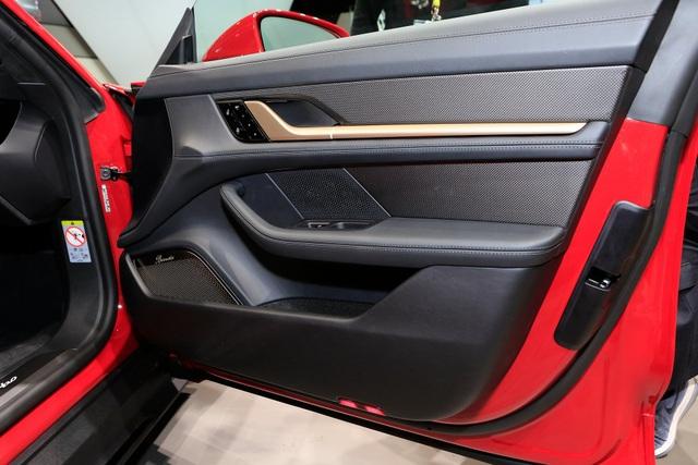 Tân binh Taycan ra mắt - Xe chạy điện nhưng không mất chất Porsche - 19